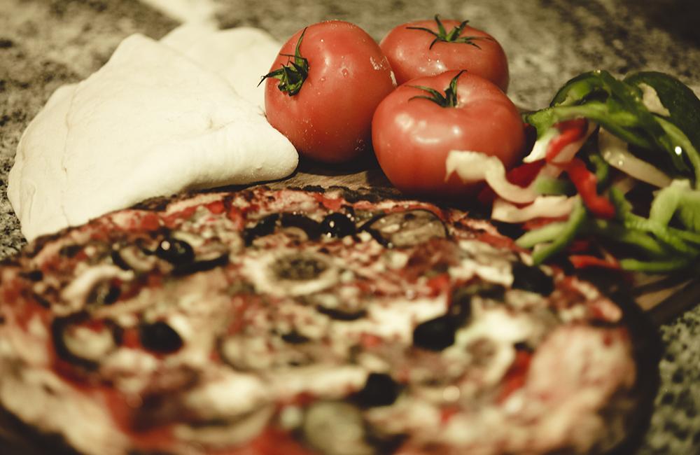Pizza avec des ingrédients frais